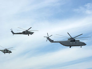 800px-Military_helicopters_-_Maks2011.jpg