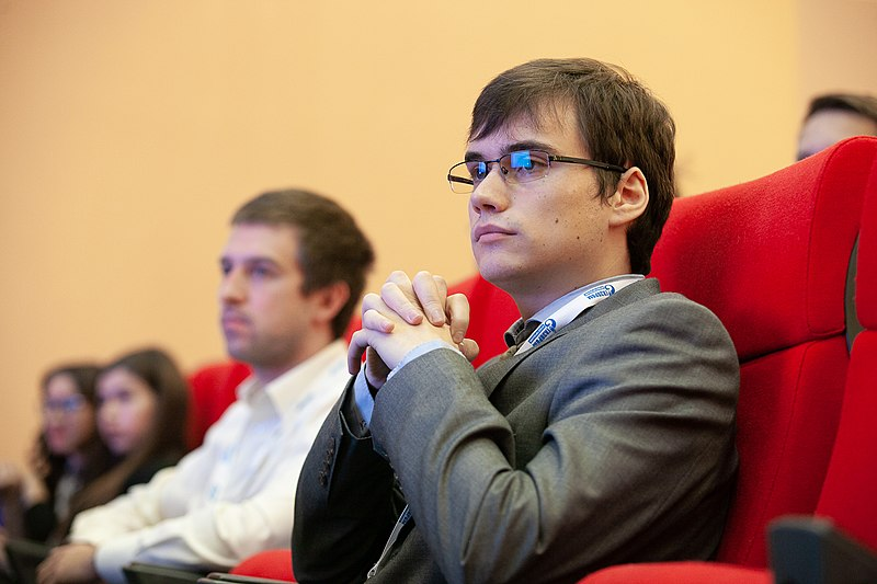 800px-XXth-conference-of-Gazprom's-young-scientists_17.jpg