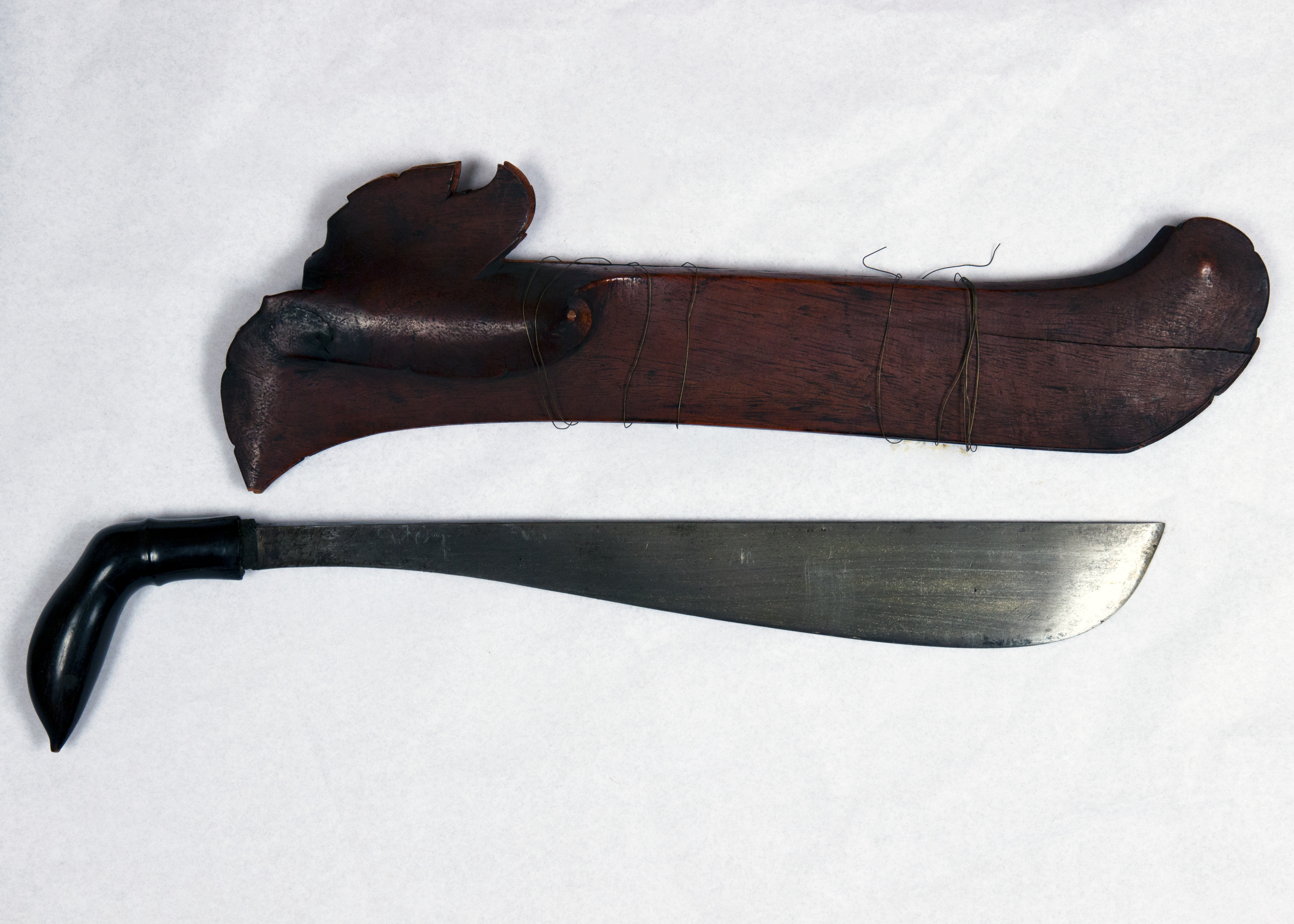 Knife_(Parang)_with_Sheath_MET_36.25.840a_b_001_Apr2017.jpg