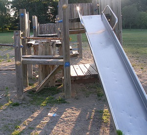 800px-Madison_District_Play_structure_view_2.jpg