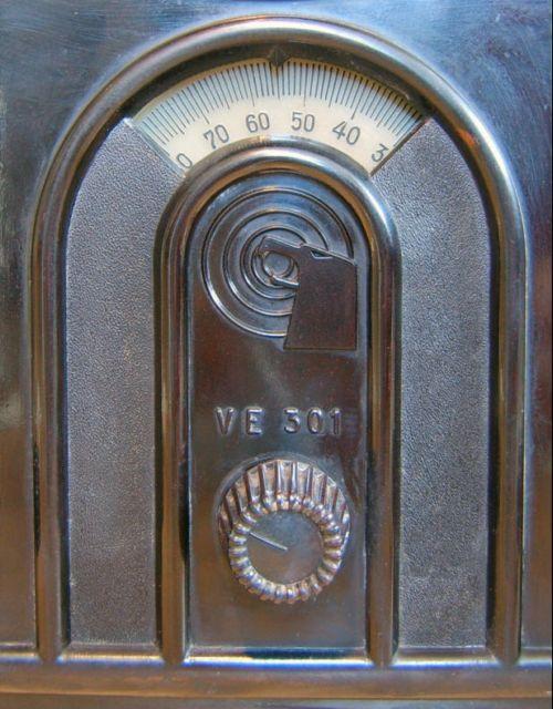 SchalecoVolksempfangerVE301W1933detail.jpg