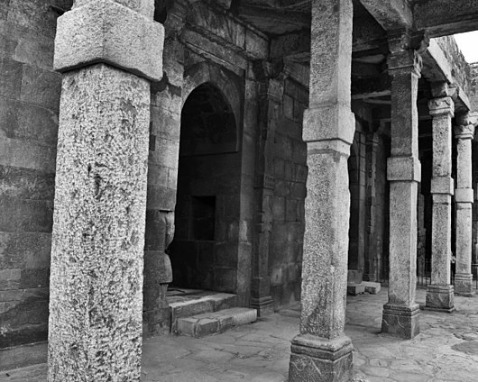 640px-Qutab_Archaeological_area_ag341.jpg