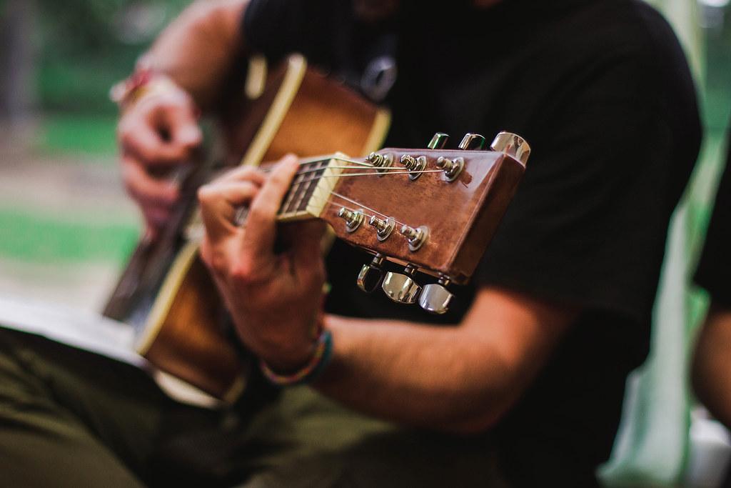 guitar_hands.png