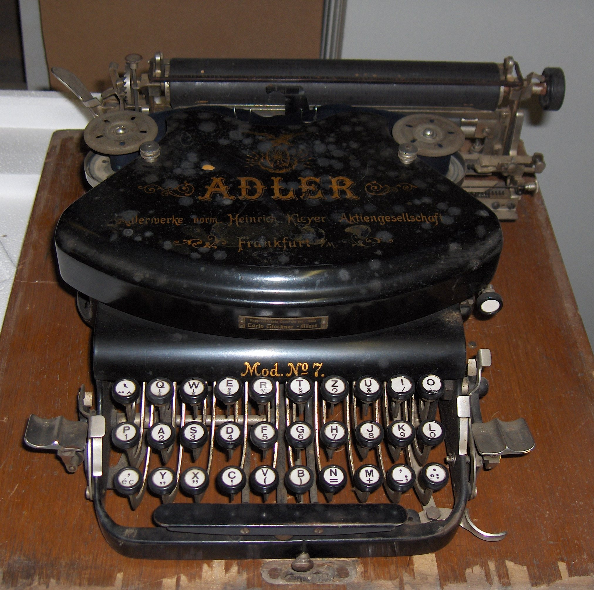 Typewriter_Adler_No._7_(1).jpg