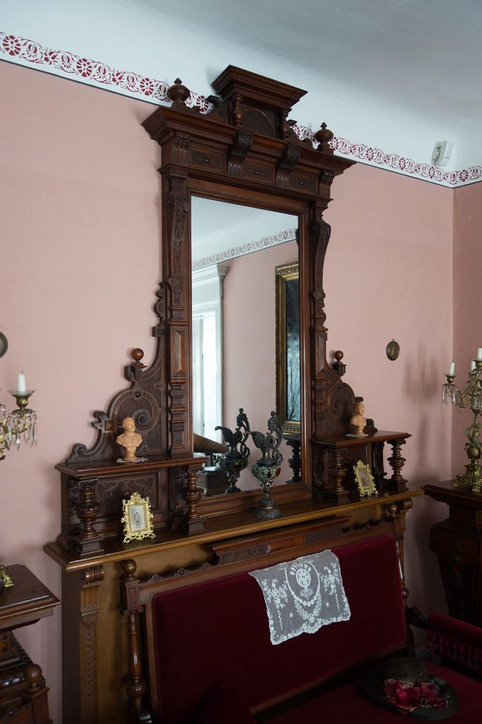 Antiquemirrorwithfinewoodworking.jpg