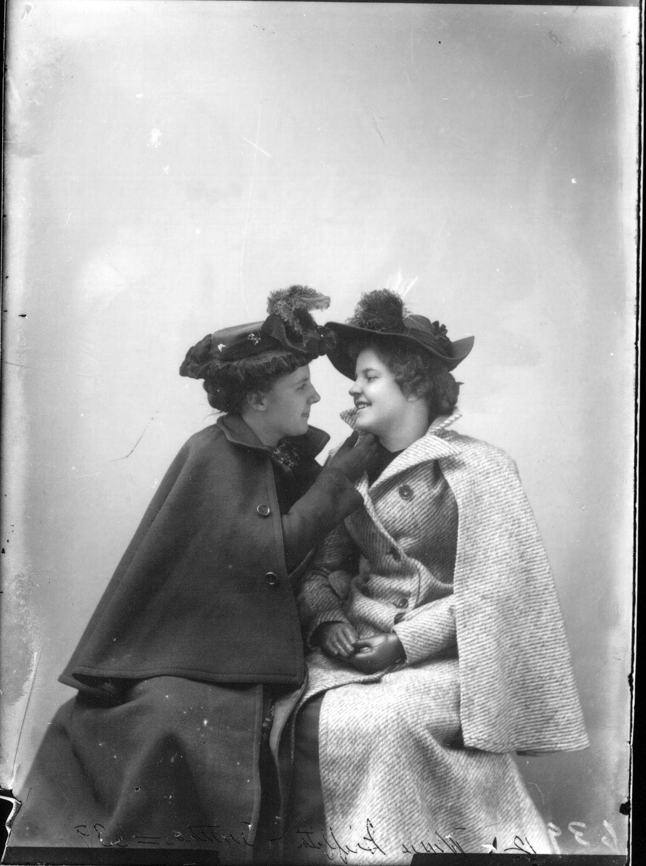 Portrait_photograph_of_Miss_M._R._Griffith_and_Miss_M._H._Crutcher_n.d._(3191809813).jpg