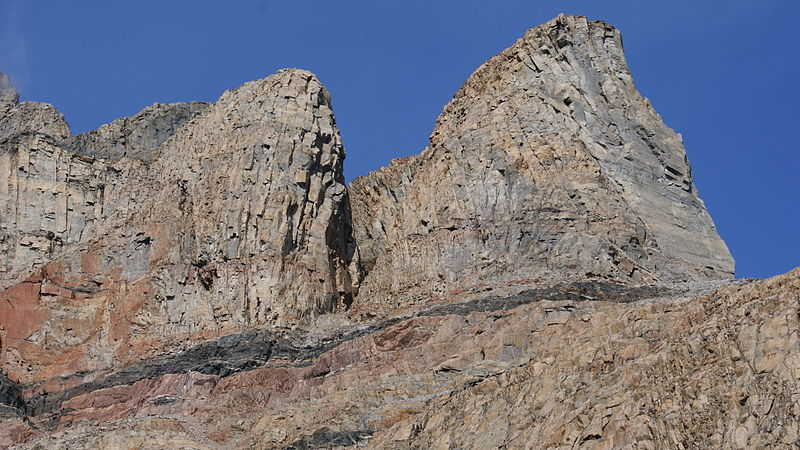 800px-Uummannaq-mountain-southeastern-pillar-trabants.jpg
